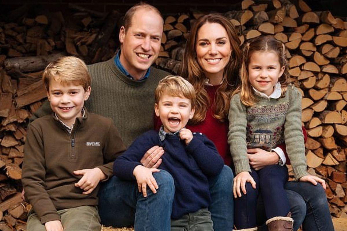Kate e William reunidos com os três filhos do casal (Foto: Reprodução Getty Images)