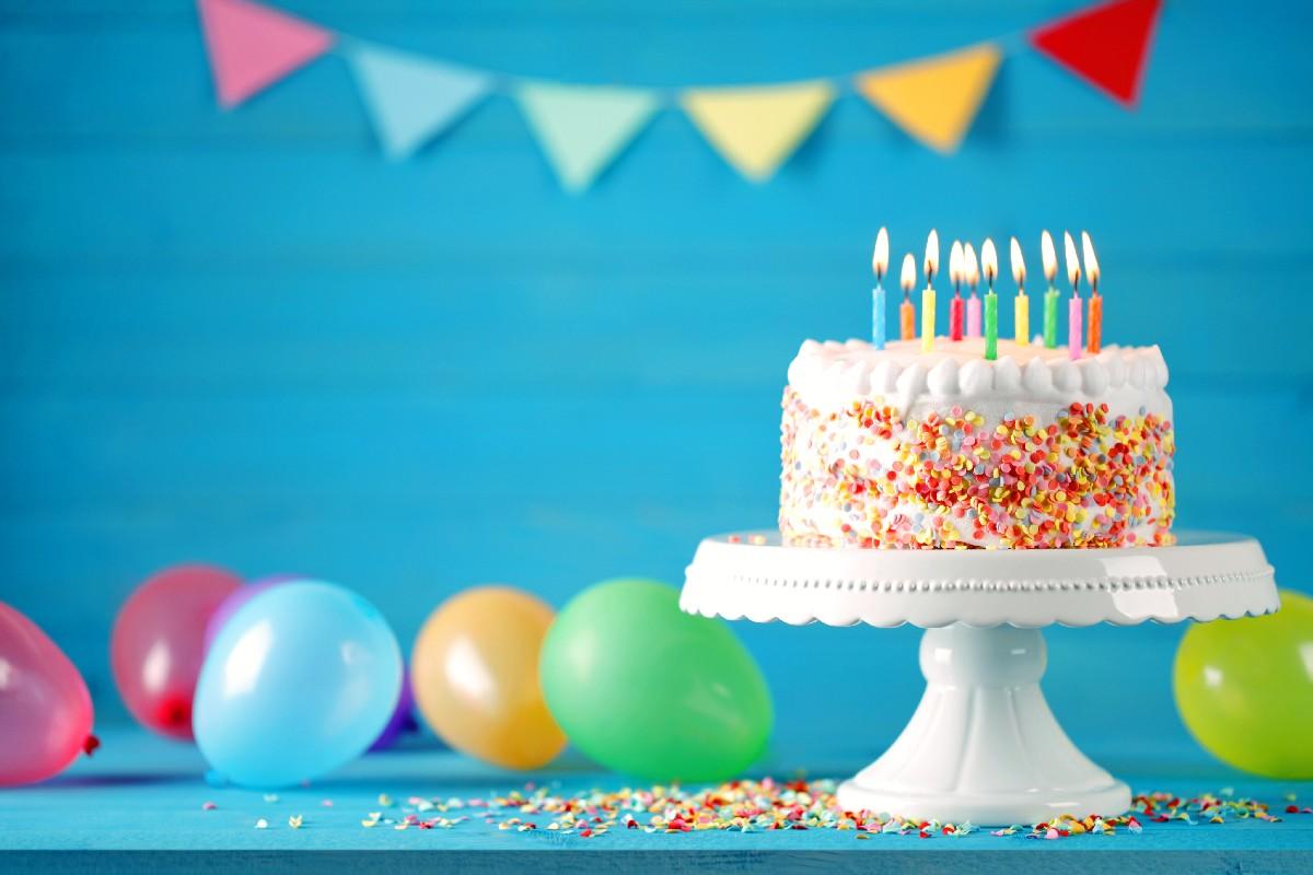 Comemorar o aniversário é fundamental e uma festa do pijama promete fazer sucesso com as crianças