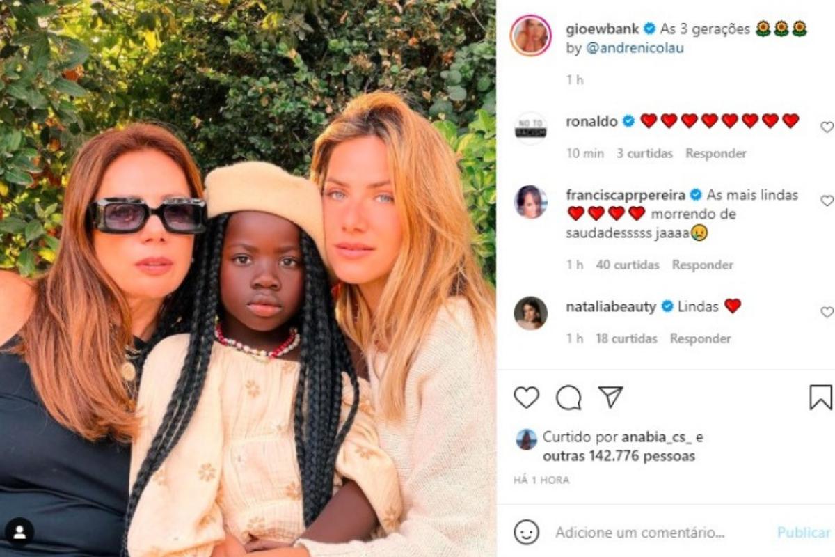 """""""As 3 gerações"""", escreveu Giovanna Ewbank no posto"""