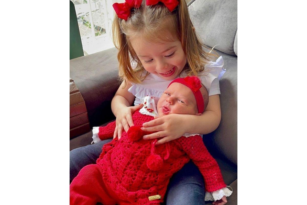 Thaeme Mariôto publica foto das filhas sorrindo, Ivy e Liz