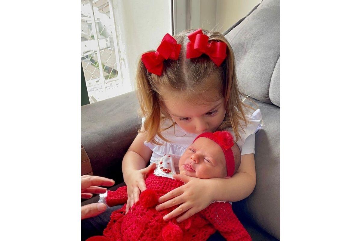 Ivy e Liz, filhas de Thaeme Mariôto