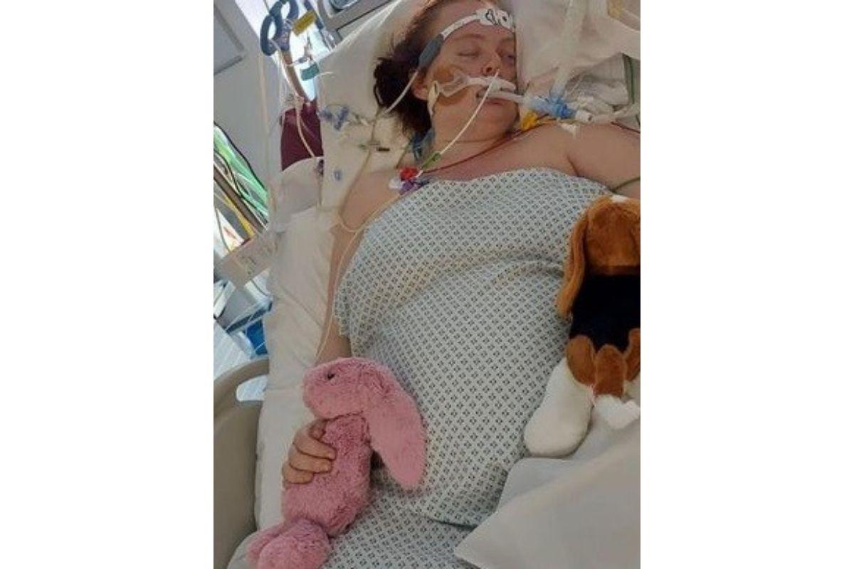 Loreen entrou em coma após 10 dias internada e precisou fazer uma cesárea de emergência