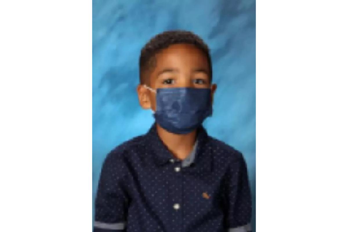 Mason não tirou a máscara nem para tirar a foto