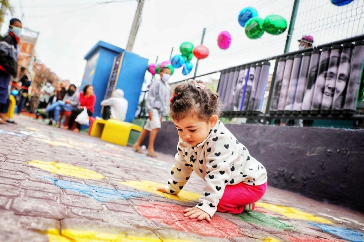 """Espaços como este do projeto """"Favelas do Brincar"""" são essenciais no desenvolvimento das crianças"""