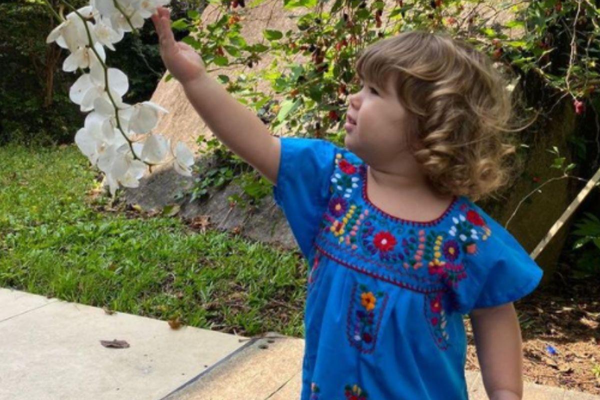Clara Maria curtindo a natureza