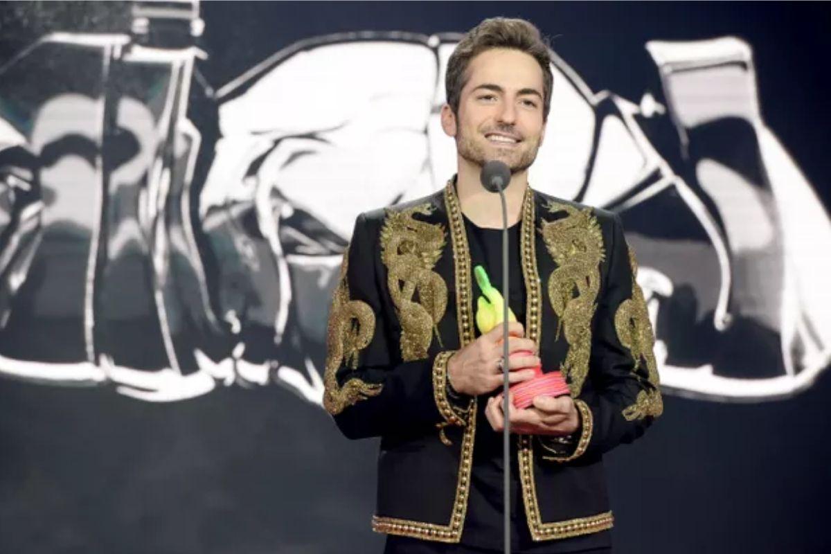 Thales usou terno do marido na premiação