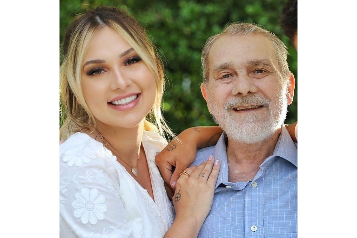 Virginia posta primeira foto após o falecimento do pai