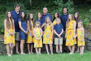 Michelly e Wade são pais de 13 filhos