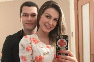 Andressa Urach comentou que ela e Thiago Lopes decidiram ficar juntos pelo bem do filho