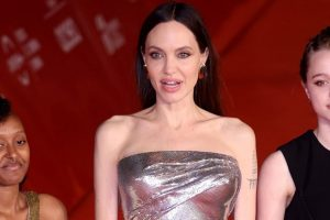 Angelina Jolie apareceu com as filhas Zahara e Shiloh