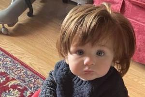 Charlie é um bebê cabeludo que encanta diversas pessoas por onde passa