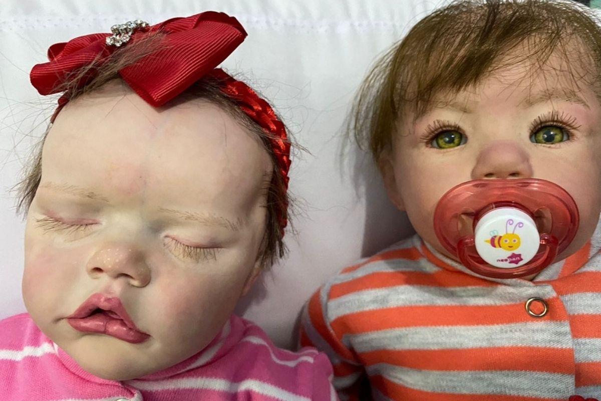A mãe a filha são referência na cidade com as bebês reborn