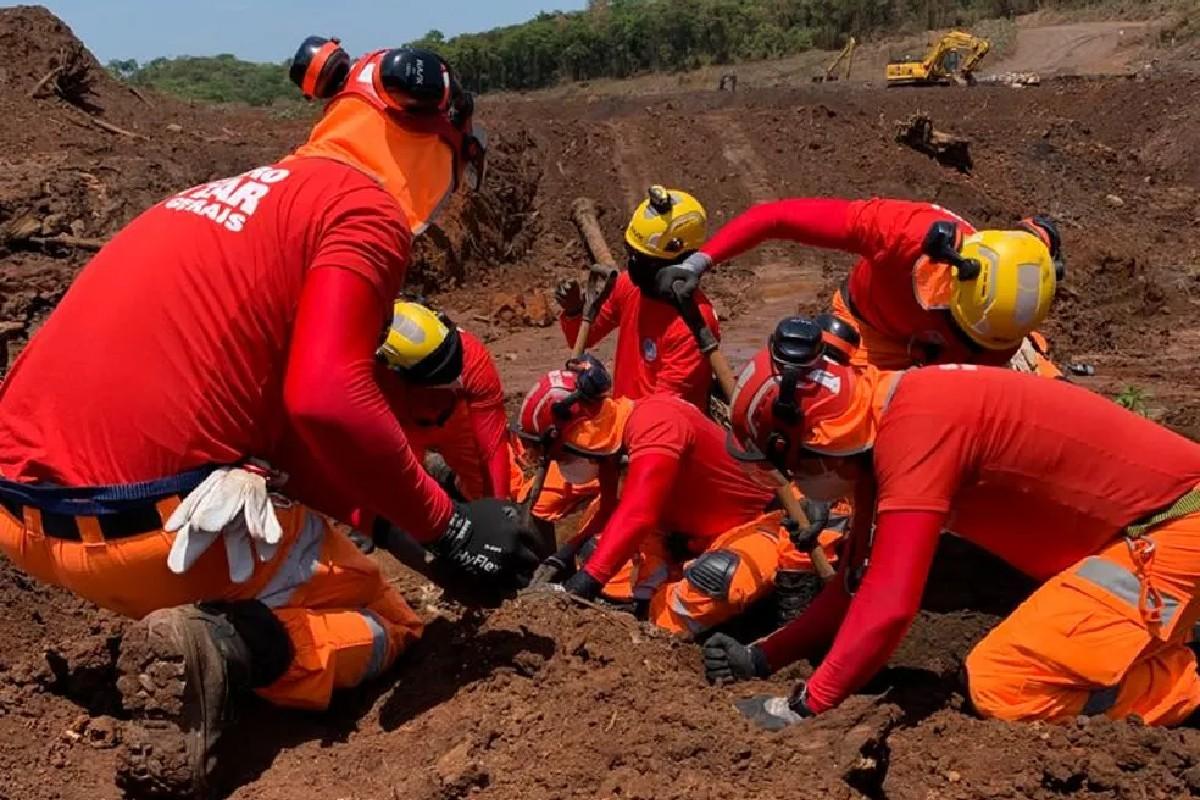 Bombeiros encontraram mais uma pessoa nos escombros de Brumadinho
