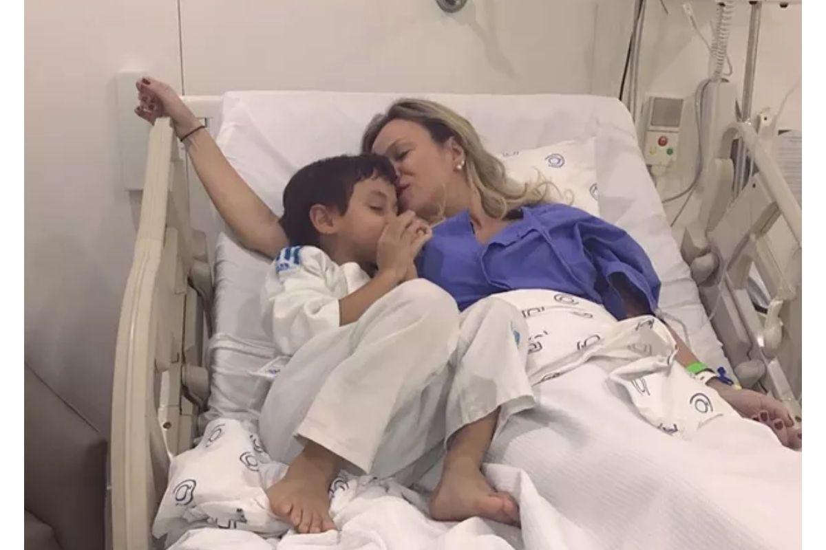Eliana ainda mostrou registros no hospital ao lado de Arthur