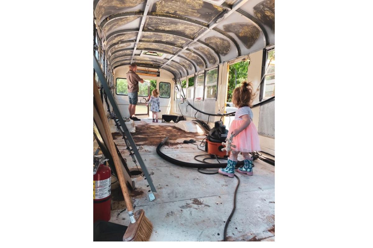 O interior do ônibus antes das mudanças