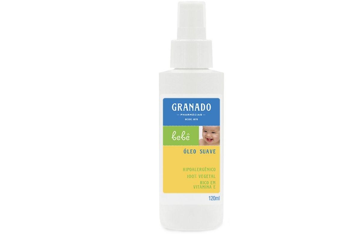 O Óleo Tradicional da Granado ajuda a proteger e nutrir a pele do bebê