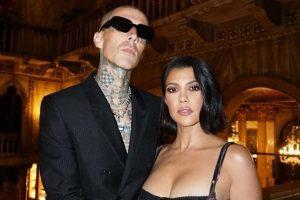 Uma fonte informou que Kourtney Kardashian e Travis Barker planejam ter filhos