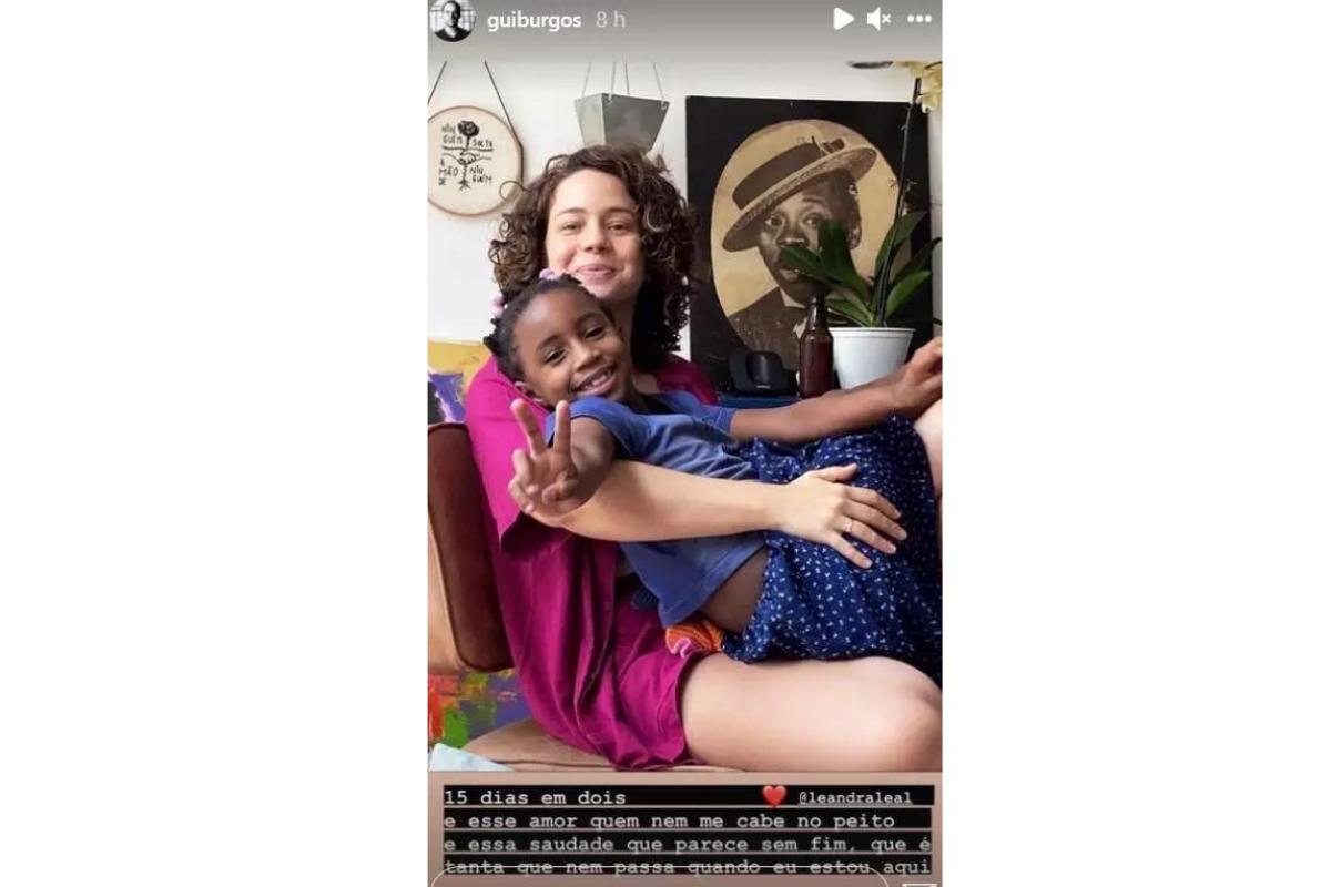 A atriz Leandra Leal teve seu momento ao lado da filha compartilhado pelo marido