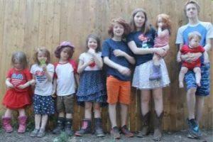 Mãe de 11 filhos disse que usava armário da cozinha como quarto de um dos filhos