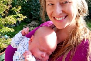 Mãe deixa placenta ligada ao filho por cinco dias