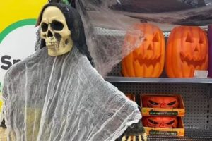 Uma mãe exigiu ao gerente do mercado que retirassem decoração de Halloween por ser muito assustadora