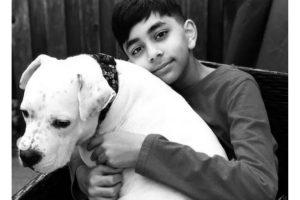 Evan gosta de cuidar de cães abandonados