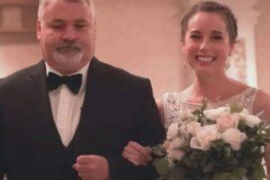 Noiva convida o pai da doadora para subir no altar com ela