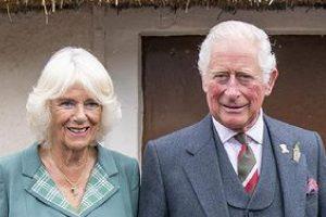 Príncipe Charles e a Duquesa Camilla adotaram dois cachorros