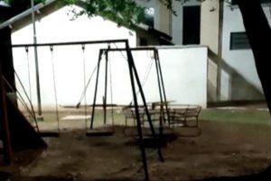 Brinquedos mexem sozinhos em parque e vídeo grava a cena