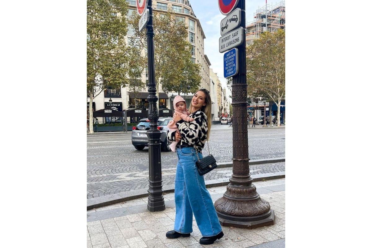 Virginia publicou uma foto curtindo uma viagem para Paris com a filha
