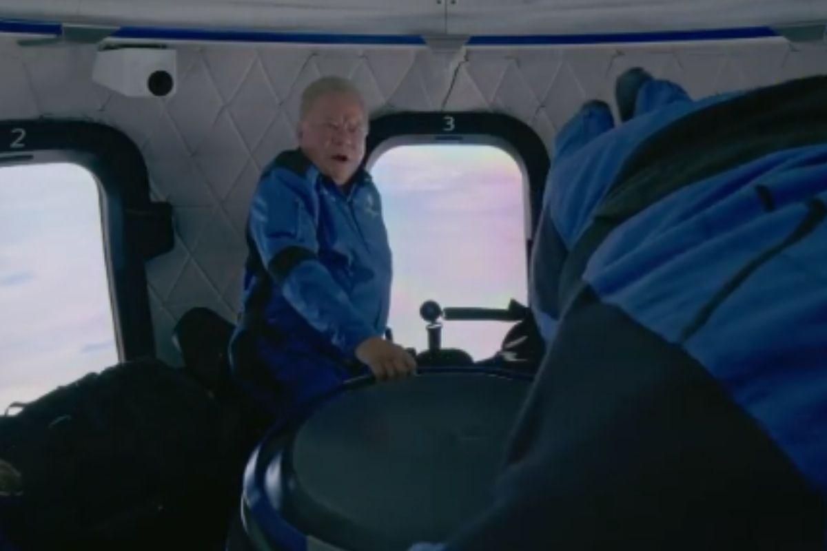 William Shatner dentro na capsula espacial