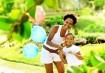 """Patrícia SantosPor último, mas não menos importante, temos a Patrícia Santos. Ela é mãe de Carolina, uma menina de 8 anos que iniciou uma luta contra o preconceito através de seus vídeos na internet. A grande inspiração e incentivo para que a menina defenda seu black power, vêm de sua mãe, a Patrícia que, desde cedo, incentiva a autoestima da filha. Já fizemos até uma matéria com ela aqui no site, você pode conferir aqui. O trecho a seguir ilustra porque ela faz parte de nossa lista de inspirações: """"Patrícia é dona de um salão de beleza direcionado a cabelos afros. Durante as conversas com as clientes, ela costumava ouvir muitos desabafos das mulheres falando que seus filhos eram discriminados na escola por causa do cabelo. No total, o canal de Carolina tem 5 vídeos e o mais recente já alcançou mais de 110 mil visualizações. A mãe conta que elas acompanham juntas os comentários e Carolina está muito feliz com o resultado dos vídeos. """"Ela ainda não entende muito bem a repercussão disso. As pessoas perguntam quando vai gravar mais vídeos, mas eu procuro não forçar nada. Só gravamos quando ela tem vontade, pois o que ela gosta mesmo é de brincar"""", diz. É isso aí, mais um bom exemplo para seguir!"""""""