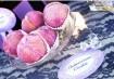 Mini tortinhas de morango e sonhos rosados deixam ainda mais encantadora a festinha parisiense. Inspiração: Cogumellow