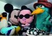 Entre ursos de pelúcia, o boneco do cantor Psy, do hit Gangnam Style