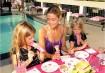 Vai ter crianças no seu chá de bebê? Organize uma mesa em um lugar aonde todos possam olhar, com papéis coloridos, giz de cera, aquarelas, pinceis e se possível um animador que possa brincar com as crianças enquanto as mães aproveitam a festa